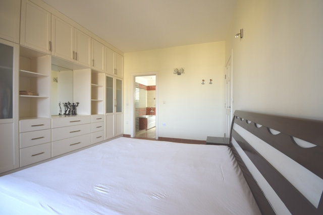 3 Bedroom Apartment with Sea View in Hadaba North