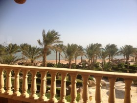 Deluxe Duplex Apartment direct at the Beach